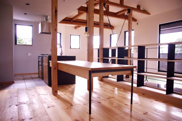造作のダイニングテーブル