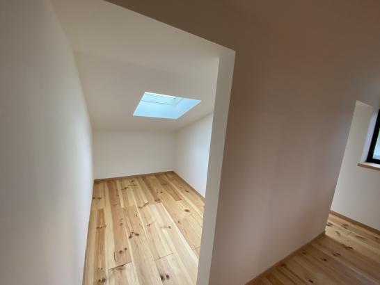 3帖の個室が2つ並んだKIDS'ROOM。勾配天井の天窓からきれいな星空が見える夜