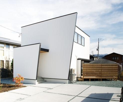 EXCEED HOME|凛とした外観と大型ウッドデッキのある家|外観