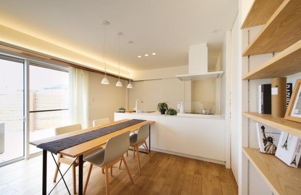 EXCEED HOME|凛とした外観と大型ウッドデッキのある家|ダイニングキッチン