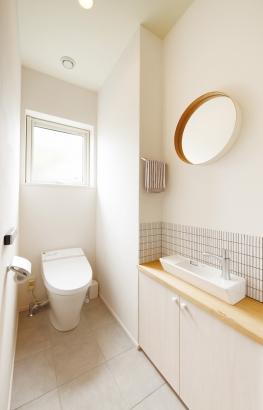 ORKS|ナチュラルな北欧モダンスタイルの家|トイレ