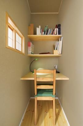 美・中川工務店│健康素材でいつでもさわやかなカフェのような空間│書斎コーナー