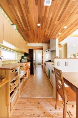 美・中川工務店│健康素材でいつでもさわやかなカフェのような空間│キッチン