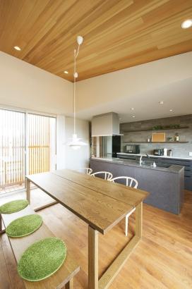 櫻井建設│ZEH対応のデザイナーズ住宅│ダイニングキッチン