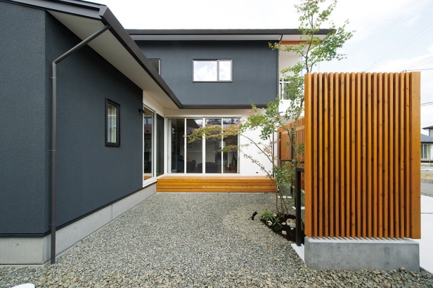 櫻井建設│ZEH対応のデザイナーズ住宅│中庭