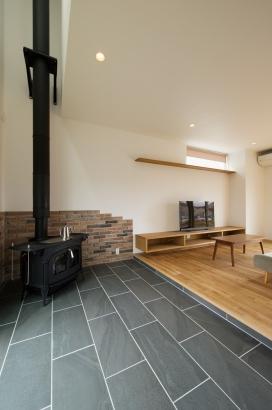 鎌田工務店|薪ストーブのある暮らしを愉しむ家|薪ストーブの土間スペース