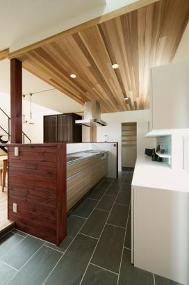 鎌田工務店|薪ストーブのある暮らしを愉しむ家|キッチン