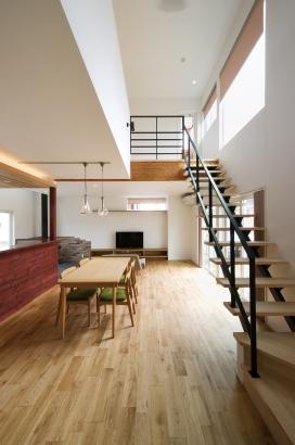鎌田工務店|薪ストーブのある暮らしを愉しむ家|階段スペース
