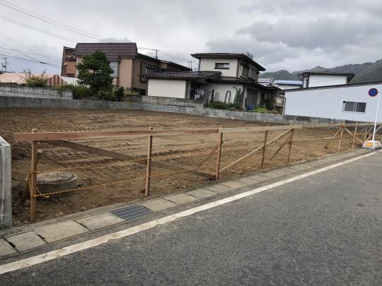 徒歩圏内に商業施設も充実。  天童名スポット枝垂桜並木や、舞鶴山もすぐ近くです。