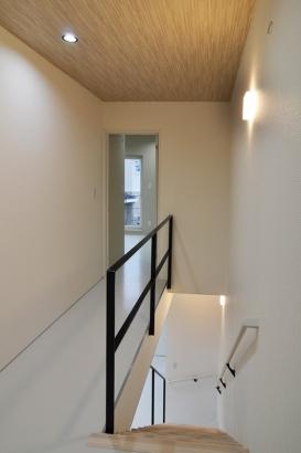 BIRTH HOME│カフェ暮らしの家│階段