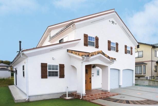 私のしろい家/西建│漆喰の壁とインテリアがマッチした自然素材の家│外観