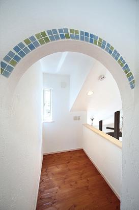 私のしろい家/西建│スイス漆喰カルクウォールが創り出す上質な空間と美しい景観│書斎