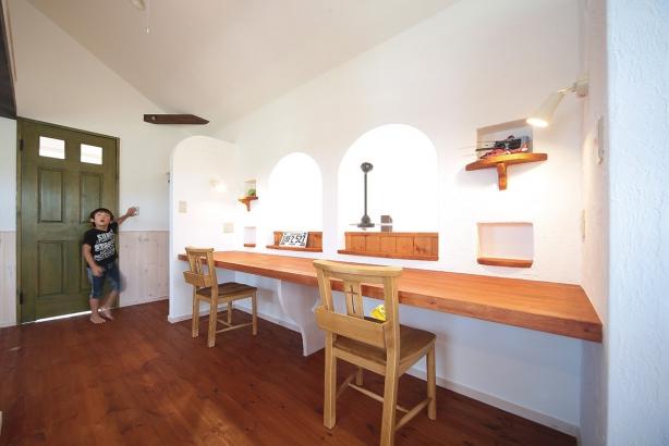 私のしろい家/西建│スイス漆喰カルクウォールが創り出す上質な空間と美しい景観│洋室