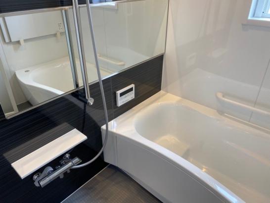 吹き抜けのある家|浴室
