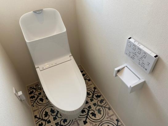 吹き抜けのある家|トイレ