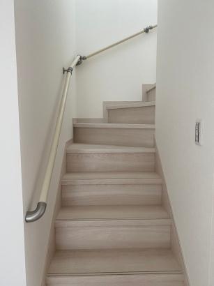 美しいナチュラルウッドが魅力的な家|階段