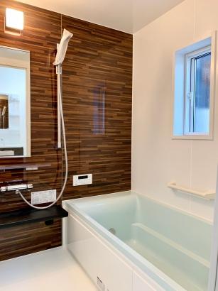 レトロモダン×アカデミックな家|浴室