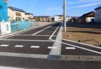 順次建築工事が始まってます。 分譲地内道路は消雪設備完備で冬も安心です。